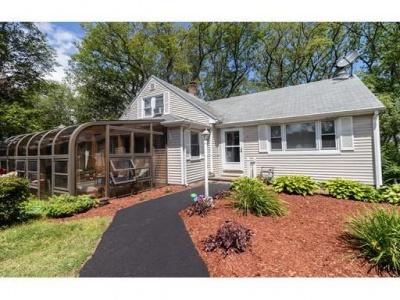 15 Fyrbeck Ave,Shrewsbury,Massachusetts 01545,3 Bedrooms Bedrooms,1 BathroomBathrooms,Single family,Fyrbeck Ave,72376366