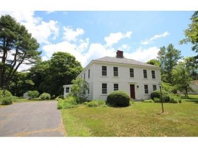 32 Pleasant St,Middleboro,Massachusetts 02346,3 Bedrooms Bedrooms,1 BathroomBathrooms,Single family,Pleasant St,72318836